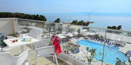 Udsigt fra balkon på Hotel Apollo Mondo Family Romana i Kroatien.