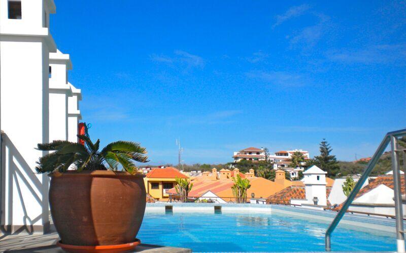 Poolen på Hotel Aptos Playa Calera på La Gomera, De Kanariske Øer.