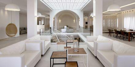 Lobby på hotel Aqua Blue i Perissa på Santorini.