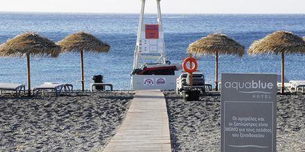 Stranden ved hotel Aqua Blue i Perissa på Santorini.