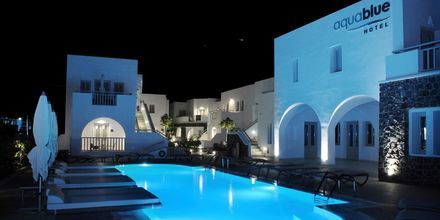 Poolområdet på hotel Aqua Blue i Perissa på Santorini.