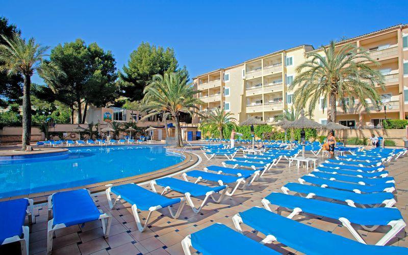 Poolområde på Hotel Aqua Sol på Mallorca, Spanien.