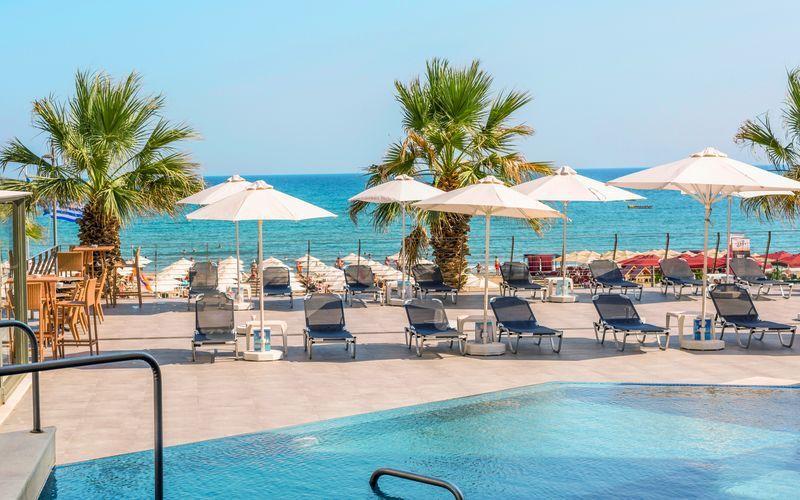 Poolområdet på Hotel Aquila Porto Rethymno på Kreta, Grækenland