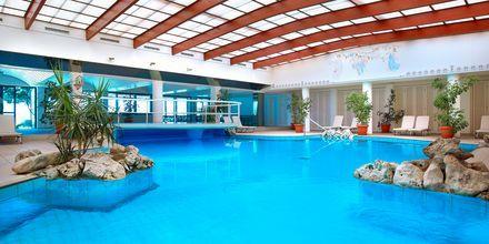 Indendørs pool på Hotel Aquila Rithymna Beach på Kreta, Grækenland