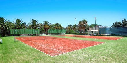 Tennisbane på Hotel Aquila Rithymna Beach på Kreta, Grækenland