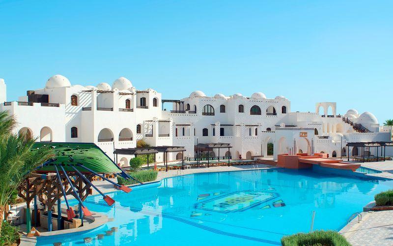 Poolområde på Hotel Arabella Azur Resort, Hurghada, Egypten.