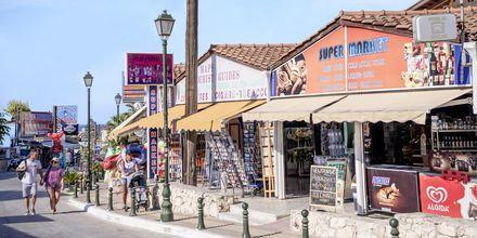 Hovedgaden i Argassi på Zakynthos, Grækenland.