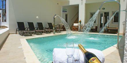 Poolområdet på hotel Argo i Naxos by.