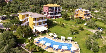 Pool og have på Hotel Aristidis Garden i Parga.