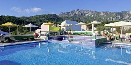 Poolområdet på Hotel Athena på Samos, Grækenland.