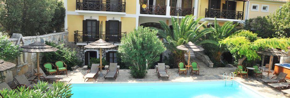 Poolområdet på hotel Athina i Pythagorion på Samos, Grækenland.