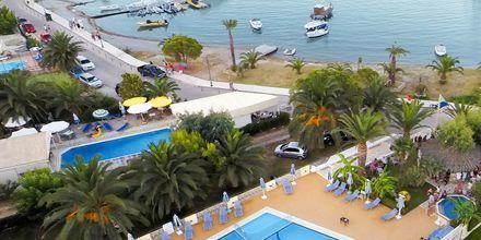 Poolområdet på hotel Athos på Lefkas.