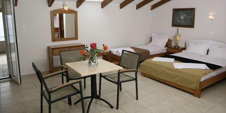 1-værelses lejlighed med tre ordinære senge på Hotel Atlon I Vrachos, Grækenland.
