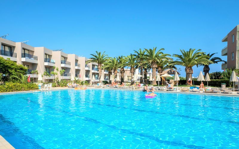 Poolområde på Hotel Atrion på Kreta.