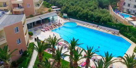 Poolområde på Hotel Atrion i Agia Marina på Kreta.