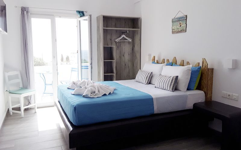 Dobbeltværelse på Hotel Azalea i Kamari på Santorini, Grækenland.