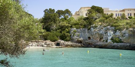 Stranden ved hotel Azul Playa på Mallorca, Spanien.