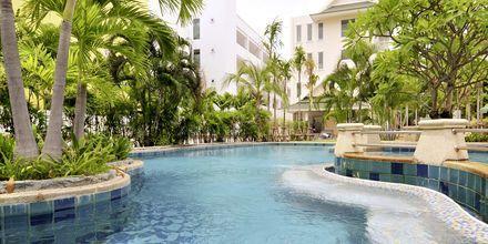 Poolen på Hotel Baan Karon Buri Resort i Phuket, Thailand.