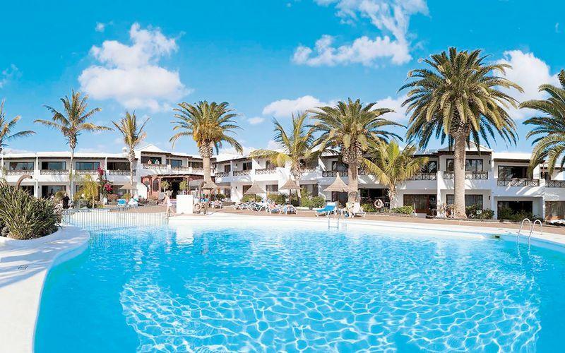 Poolområde på Hotel Bahia Kontiki på Lanzarote, De Kanariske Øer.