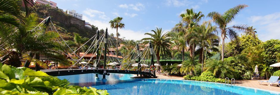 Poolområdet på Hotel Bahia Principe Sunlight San Felipe på Tenerife, De Kanariske Øer, Spanien.
