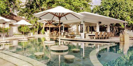 Poolbar på Bali Garden Beach Resort i Kuta, Bali.