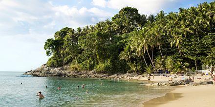 i bugten syd for Bangtao ligger Surin Beach på Phuket, Thailand