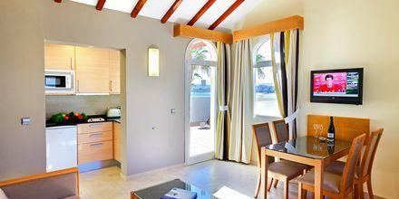 2-værelses lejlighed på Hotel Barcelo Castillo Beach Resort på Fuerteventura, De Kanariske Øer, Spanien.