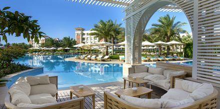 Poolbaren ved infinitypoolen på Hotel Baron Palace Resort i Sahl Hasheesh, Egypten.