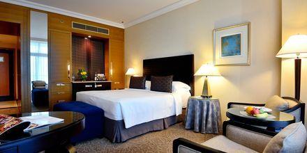 Deluxe-værelse på Hotel Beach Rotana Abu Dhabi, De Forenede Arabiske Emirater.