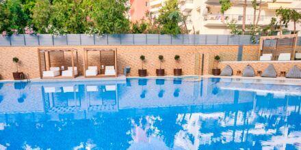 Poolområde på hotel Bio i Rethymnon by på Kreta