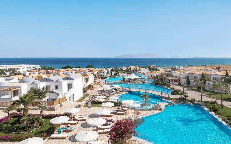 Poolområdet ved Blue Domes Resort & Spa Mitsis Hotels på Kos, Grækenland