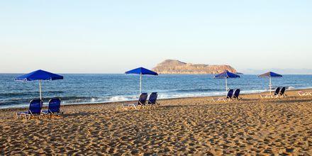 Stranden ved Hotel Blue Sea Villas i Platanias, Kreta