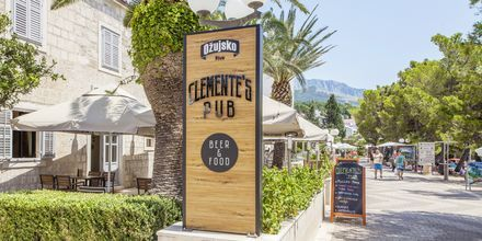Clementes Pub på Hotel Bluesun Alga i Tucepi, Kroatien