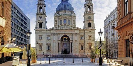 St. Stephen's Basilica er Budapest's højeste bygning på 96 meter.