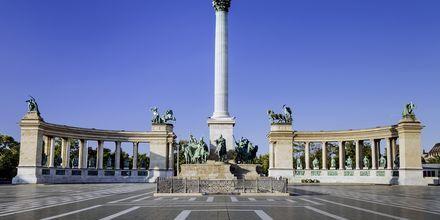 Heltepladsen, eller Hősök tere som det hedder på ungarsk, er et kendt torv i Budapest.