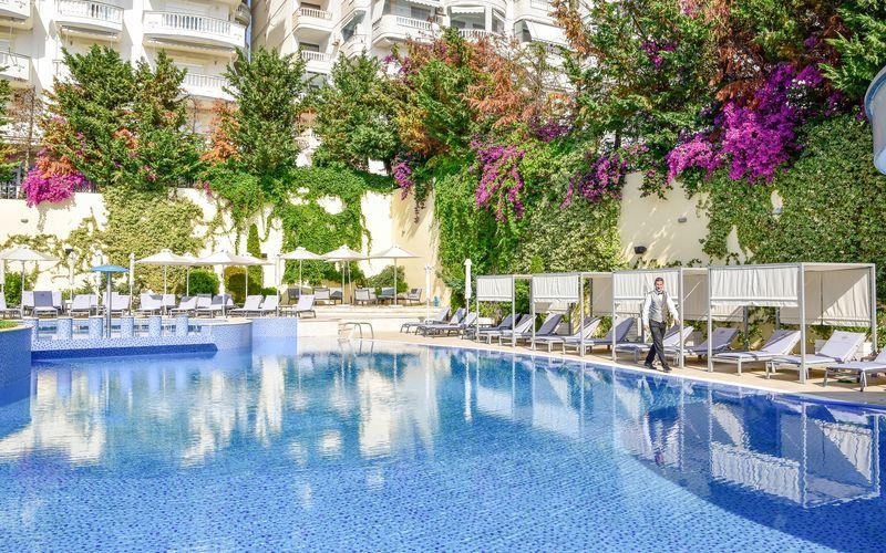 Pool på Hotel Butrinti i Saranda, Albanien.