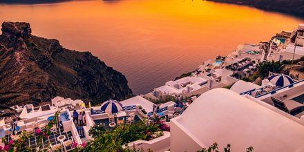 Solnedgang over Imerovigli på Santorini, Grækenland.