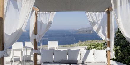 Relaxområde på Caldera's Dolphin Suites på Santorini, Grækenland.