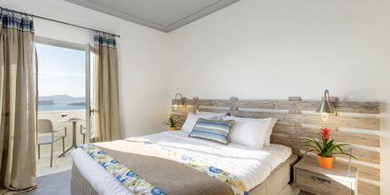 Superior-værelse på Caldera's Dolphin Suites på Santorini, Grækenland.