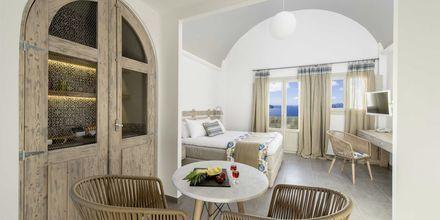 Junior-suite på Caldera's Dolphin Suites på Santorini, Grækenland.