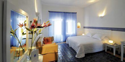 Dobbeltværelse på Hotel Caldera's Lilium på Santorini, Grækenland.