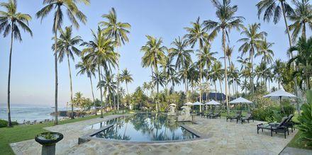 Poolen på Candi Beach Resort & Spa, Bali