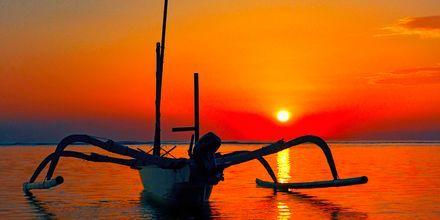 Solnedgang i Candi Dasa på Bali.