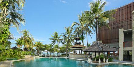 Poolområde på Candi Beach Resort & Spa, Candi Dasi, Bali