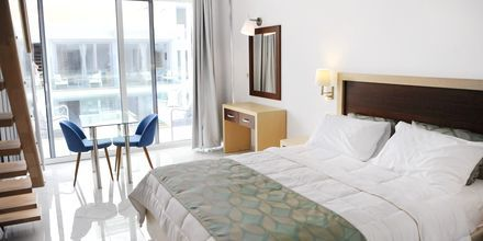 Bo i den nybyggede hotelbygning på Captain Stavros på Lefkas i Grækenland.