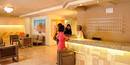 Lobby på Hotel Carina i Rhodos by på Rhodos, Grækenland.