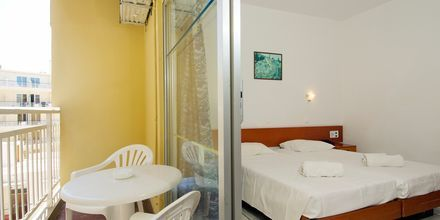 Dobbeltværelse på Hotel Carina i Rhodos by på Rhodos, Grækenland.