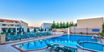 Poolområdet på hotel Casa di Porto på Kreta, Grækenland.