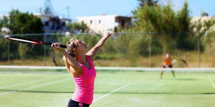 Tennisbane på Giannoulis Cavo Spada Deluxe & Spa på Kreta, Grækenland.