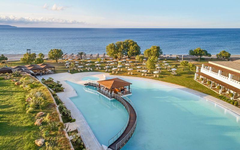 Poolområde på Giannoulis Cavo Spada Deluxe & Spa på Kreta, Grækenland.